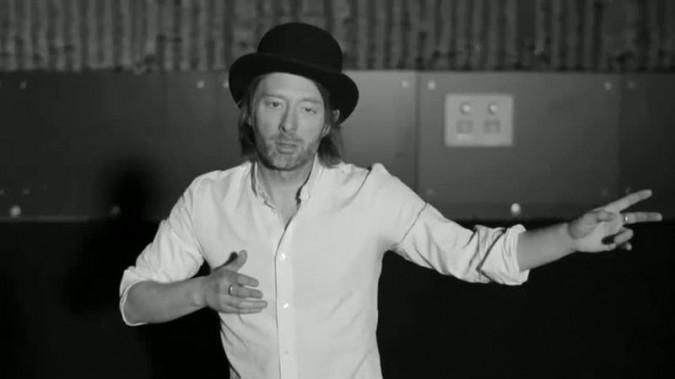 Thom Yorke nel video del brano Lotus Flower